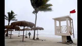 Powerful cyclone strikes Oman, Yemen; 6 dead, 30 missing