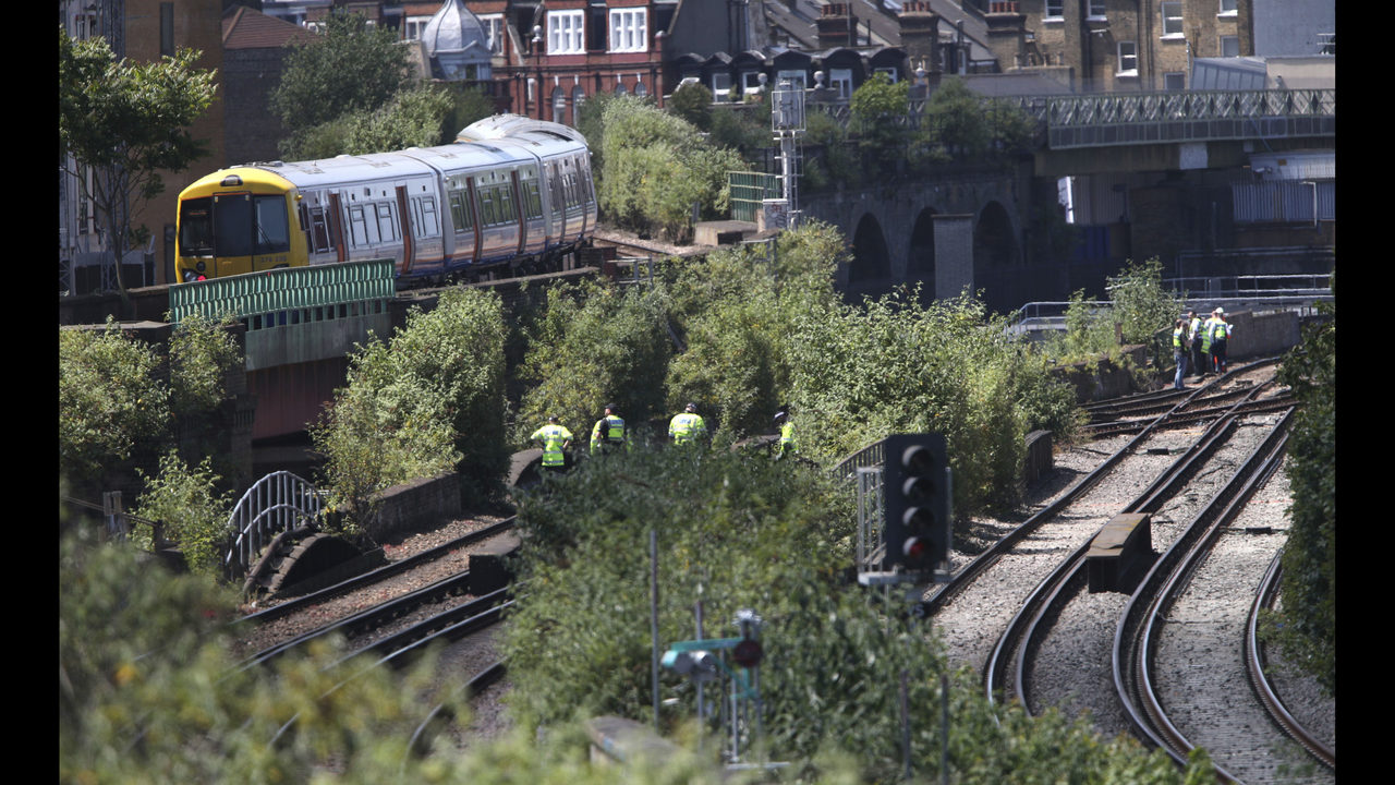 Tributes paid to 3 london graffiti artists killed by a train wftv