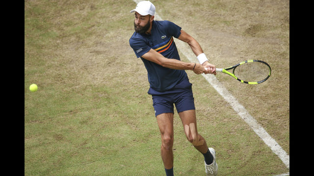 Federer survives scare against Paire to advance in Halle | KIRO-TV