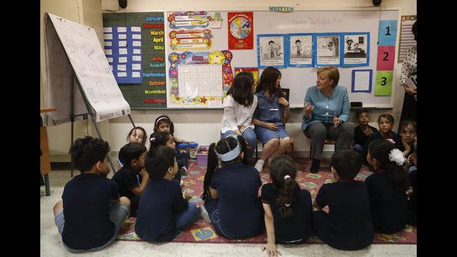 ANGELA MERKEL POSJETILA ŠKOLU U BEJRUTU: Pohađaju je većinom djeca sirijskih izbjeglica za čije je potrebe Njemačka Libanu uplatila 370 miliona eura