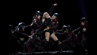 An excited, energetic Taylor Swift brings tour to MetLife