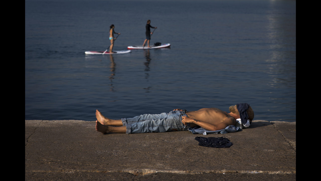 Red Alerts For Portugal Spain Amid Smothering Heat Wave Wfox Tv