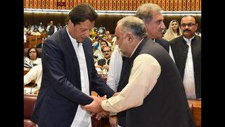 Pakistani lawmakers elect Imran Khan as prime minister