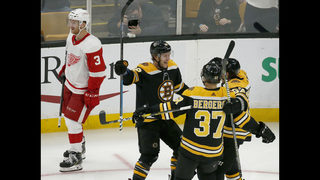 Pastrnak gets hat trick, Bruins rout winless Red Wings