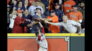 Fan interferes on possible Altuve HR in Astros 8-6 ALCS loss