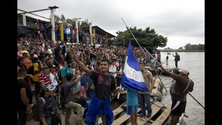 Migrants, police mass in town on Guatemala-Mexico border