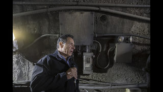 New York governor tours aging rail tunnel in funding push