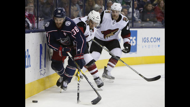 f8b7ac09407 Fischer nets hat trick to lift Coyotes over Blue Jackets 4-1 ...