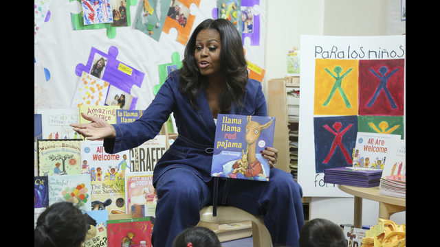 Former First Lady Mice Reads A Book To School Children During Surprise Earance At Para Los Niños On Thursday Nov 15 2018 In Angeles