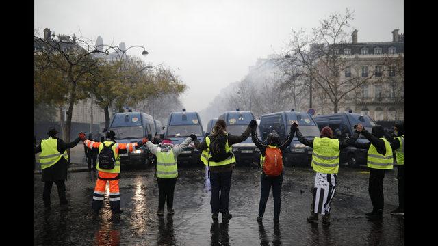 Franska polisen forhor le pens personal