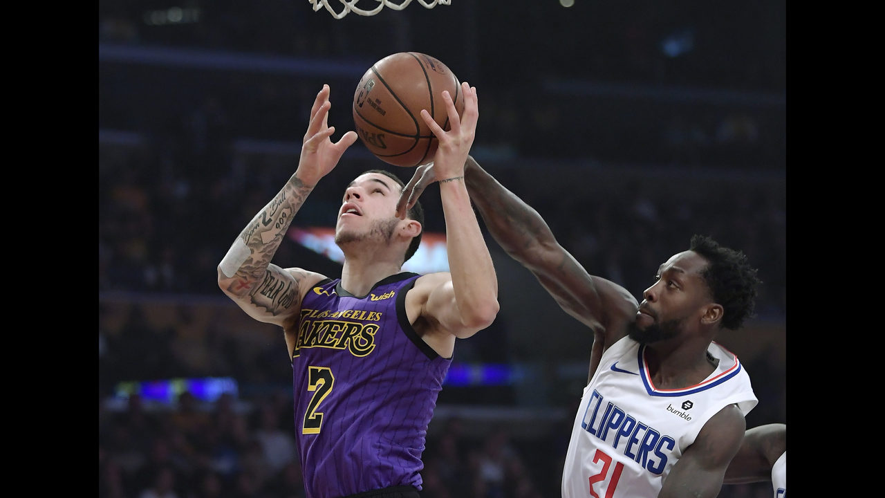 a99817bd4132 Lou s 36 send Clips past Lakers 118-107 in 1st clash of year