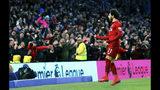 Mohamed Salah, del Liverpool, festeja tras anotar ante Brighton en un duelo de la Liga Premier inglesa, disputado el sábado 12 de enero de 2019 (Gareth Fuller/PA via AP)