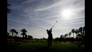 Phil Mickelson shoots 68 to take 2-shot lead into weekend