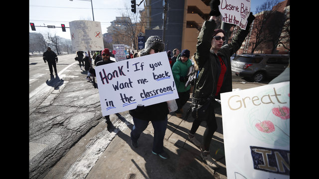 Negotiations resuming amid Denver teacher strike | KIRO-TV