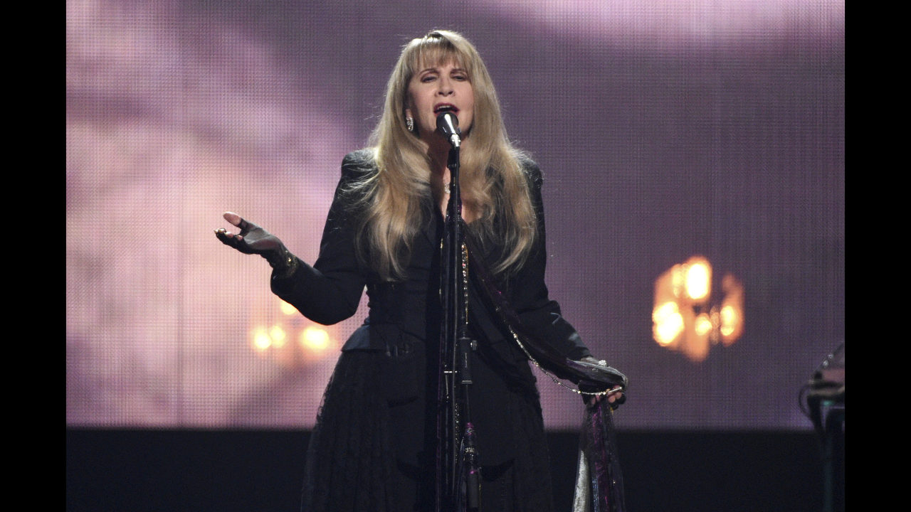 The Latest: Stevie Nicks inducted into Rock Hall a 2nd time