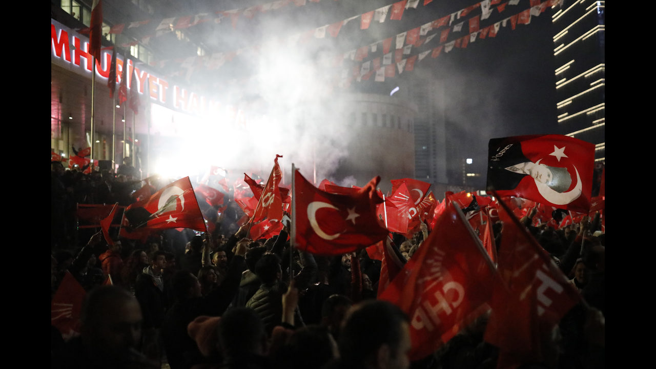 Erdogan sees win in local votes, but loses Turkish capital