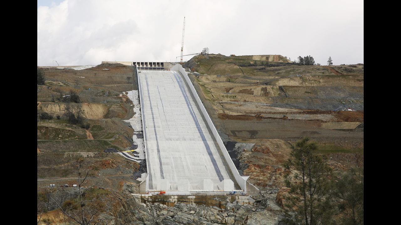 1st use of California dam's rebuilt spillway anticipated   www