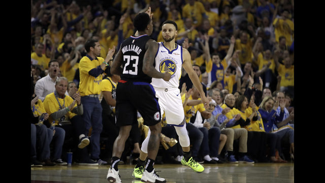 e4a19695eb4e Curry s 38 points lead Warriors to Game 1 win over Clippers