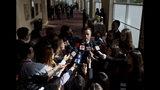 El Ministro de Relaciones Exteriores de Chile, Roberto Ampuero, habla a los reporteros después de llegar al centro de convenciones para asistir a la reunión del Grupo de Lima para discutir la crisis venezolana en Santiago de Chile, el lunes 15 de abril de 2019. (AP Foto / Esteban Félix)