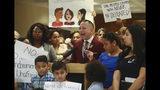 El representante estatal Carlos Guillermo Smith se expresa en contra de las Proyectos de Separación de Familias HB 527 y SB 168 durante una conferencia de prensa en el Capitolio de Florida el martes 23 de abril de 2019 en Tallahassee. (AP Foto/Phil Sears)