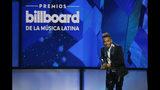 """Ozuna recibe el premio artista """"Latin Rhythm"""" del año, solista en la ceremonia de los Premios Billboard de la Música Latina, el jueves 25 de abril del 2019 en Las Vegas. (Foto por Eric Jamison/Invision/AP)"""