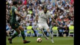 Real Madrid's Karim Benzema, right, duels for the ball against Betis player Aissa Mandi during a Spanish La Liga soccer match at the Santiago Bernabeu stadium in Madrid, Spain, Sunday, May 19, 2019. (AP Photo/Bernat Armangue)
