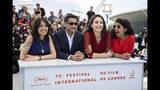 """Las productoras Lina Caicedo, Fiammetta Luino y Raquel Alvarez posan con el director Asif Kapadia con motivo del estreno de su documental """"Diego Maradona"""" en el Festival de Cine de Cannes, el lunes 20 de mayo del 2019 en Cannes, Francia. (Foto por Vianney Le Caer/Invision/AP)"""