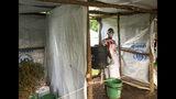 En esta imagen, tomada el 10 de junio de 2019 y distribuida por el Comité Internacional de Rescate, se muestra un puesto de control de ébola para la gente que cruza de Congo a pie, en el oeste de Uganda. (Ben Wise/Comité Internacional de Rescate vía AP)