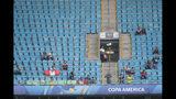 Vista de la tribuna casi vacía del estadio Arena Gremio en el partido Venezuela-Perú por el Grupo A de la Copa América en Porto Alegre, Brasil, el sábado 15 de junio de 2019. (AP Foto/Andre Penner)
