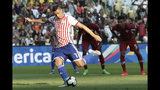 El delantero paraguayo Oscar Cardozo anota de penal ante Qatar en el partido por el Grupo B de la Copa América en el estadio Maracaná de Río de Janeiro, el domingo 16 de junio de 2019. (AP Foto/Silvia Izquierdo)