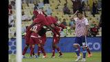 Los jugadores de Qatar festejan tras el segundo gol del equipo, obra de Boualem Khoukhi Khoukhi en el empate 2-2 ante Paraguay por el Grupo B de la Copa América en el estadio Maracaná de Río de Janeiro, Brasil, el domingo 16 de junio de 2019. (AP Foto/Silvia Izquierdo)