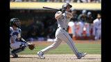 Kyle Seager pega un doblete de dos carreras para la causa de los Marineros de Seattle, en partido frente a los Atléticos de Oakland, el domingo 16 de junio de 2019, en Oakland, California. (AP Foto/Ben Margot)