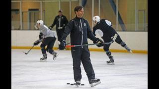 Close to home: Anaheim Ducks promote Dallas Eakins to coach