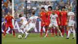 Alexia Putellas (11), de la selección de España, cobra un tiro libre en el juego ante China por el Grupo B del Mundial femenil en el Stade Oceane de Le Havre, Francia, el lunes 17 de junio de 2019. (AP Foto/Francisco Seco)