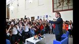 Francesco Totti llega a la sede del Comité Olímpico Italiano para ofrecer una conferencia de prensa, en Roma, el lunes 17 de junio de 2019. (Alessandro Di Meo/ANSA vía AP)