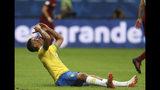 El brasileño Gabriel Jesús se lamenta tras desperdicir una ocasión para anotar ante Venezuela durante el partido por el Grupo A de la Copa América en la Arena Fonte Nova en Salvador, Brasil, el martes 18 de junio de 2019. (AP Foto/Ricardo Mazalán)