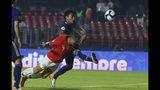 El delantero chileno Alexis Sánchez (izquierda) anota el tercer gol en la victoria 4-0 ante Japón en el partido por el Grupo C de la Copa América en Sao Paulo, Brasil, el lunes 17 de junio de 2019. (AP Foto/Víctor R. Caivano)