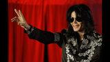 En esta foto del 5 de marzo del 2009, Michael Jackson anuncia una serie de conciertos en el London O2 Arena, en Londres. El martes 25 de junio del 2019 se conmemora el 10mo aniversario del deceso del superastro. (AP Foto/Joel Ryan, Archivo)