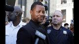 Cuba Gooding Jr. sale de un tribunal penal en Nueva York el miércoles 26 de junio del 2019. Los abogados de Gooding Jr. proporcionaron a la corte un video que dicen que muestra que el actor no manoseó a una mujer en un bar en Nueva York. (AP Foto/Richard Drew)