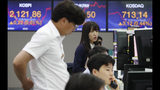 Currency traders work at the foreign exchange dealing room of the KEB Hana Bank headquarters in Seoul, South Korea, Wednesday, June 26, 2019. Asian shares were mostly lower Wednesday as investors awaited developments on the trade friction between the U.S. and China at the Group of 20 meeting of major economies in Japan later in the week. (AP Photo/Ahn Young-joon)