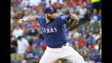 El abridor Lance Lynn lanza por los Rangers de Texas, en el primer episodio del juego ante los Astros de Houston, el jueves 11 de julio de 2019, en Arlington, Texas. (AP Foto/Jeffrey McWhorter)