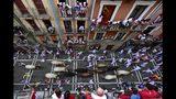 Vista de los Sanfermines en Pamplona, España el 12 de julio del 2019. . (AP Photo/Alvaro Barrientos)