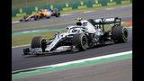 El piloto de Mercedes Valtteri Bottas conduce su auto en la segunda sesión de prácticas en Silverstone, Inglaterra, el viernes, 12 de julio del 2019. El Gran Premio de Formula Uno de Gran Bretaña se realiza el domingo. (AP Foto/Luca Bruno)
