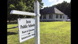 Oficinas de la junta escolar de Avon, Connecticut, fotografiadas el 12 de julio del 2019. El distrito escolar de Avon tuvo que suspender sus actividades a fines del 2017 a raíz de un ataque cibernético. (AP Photo/Michael Melia)