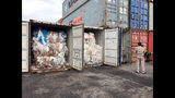 En esta imagen del martes 16 de julio de 2019, contenedores cargados de residuos plásticos aparecen colocados en el puerto de Sihanoukville, al suroeste de Phnom Penh, Camboya. (AP Foto/Sea Seakleng)