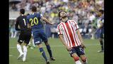 Oribe Peralta de Chivas reacciona durante un partido amistoso ante Boca Juniors en Seattle, el 6 de julio de 2019. (AP Foto/Elaine Thompson)