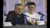 Joe Russo, izquierda, y Anthony Russo durante una conferencia en el segundo día de la convención Comic-Con International el viernes 19 de julio de 2019 en San Diego. (Foto Richard Shotwell/Invision/AP)