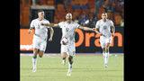 Jugadores de la selección de Argelia festejan tras vencer a Senegal en la final de la Copa Africana de Naciones, en el Estadio Internacional de El Cairo, Egipto, el viernes 19 de julio de 2019. (AP Foto/Ariel Schalit)