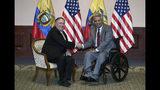 El secretario de Estado estadounidense Mike Pompeo, izquierda, y el presidente ecuatoriano Lenin Moreno posan para la foto en Guayaquil, Ecuador, sábado 20 de julio de 2019. (AP Foto/Soledad Núñez)