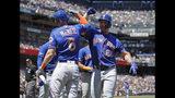 Pete Alonso (derecha) de los Mets de Nueva York festeja con Jeff McNeil (6) tras batear un jonrón de tres carreras ante los Gigantes de San Francisco, el sábado 20 de julio de 2019. (AP Foto/Ben Margot)